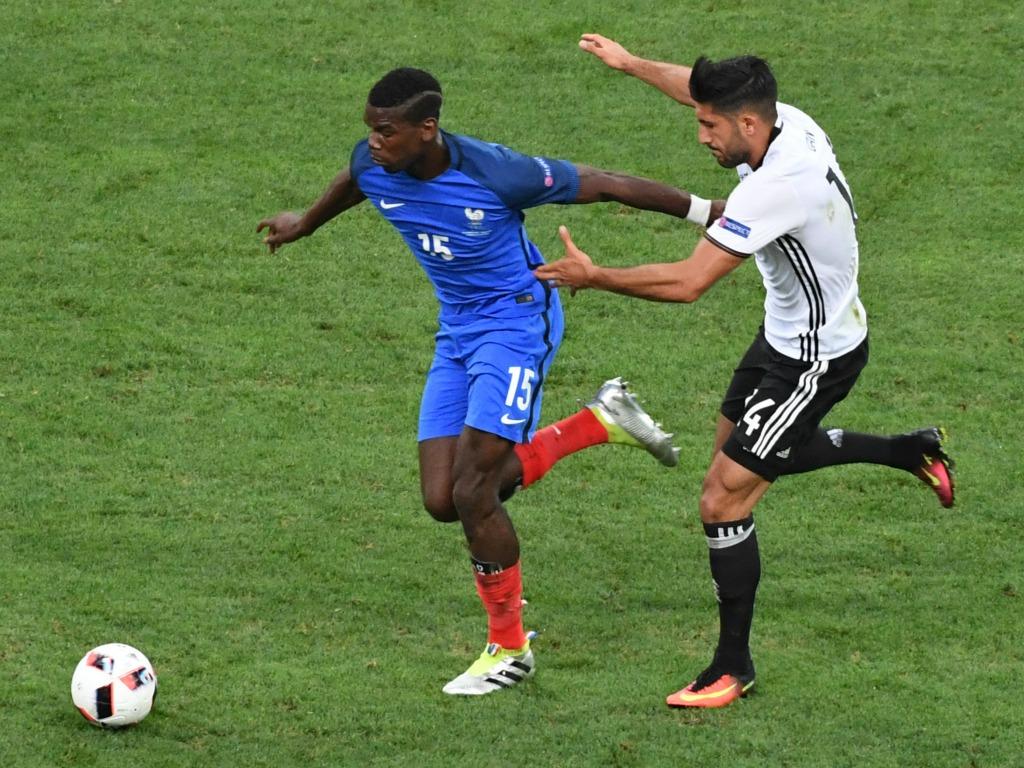 Emre Can face à Paul Pogba lors de la demi-finale de l'Euro 2016
