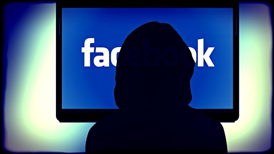 Médias sociaux: les États-Unis commencent à poser des questions aux voyageurs