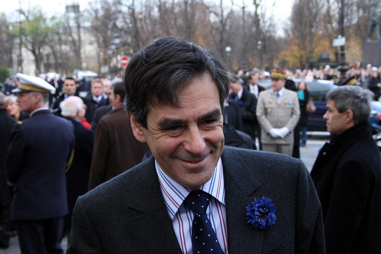 Primaire à droite: nette victoire de Fillon et retraite de Sarkozy