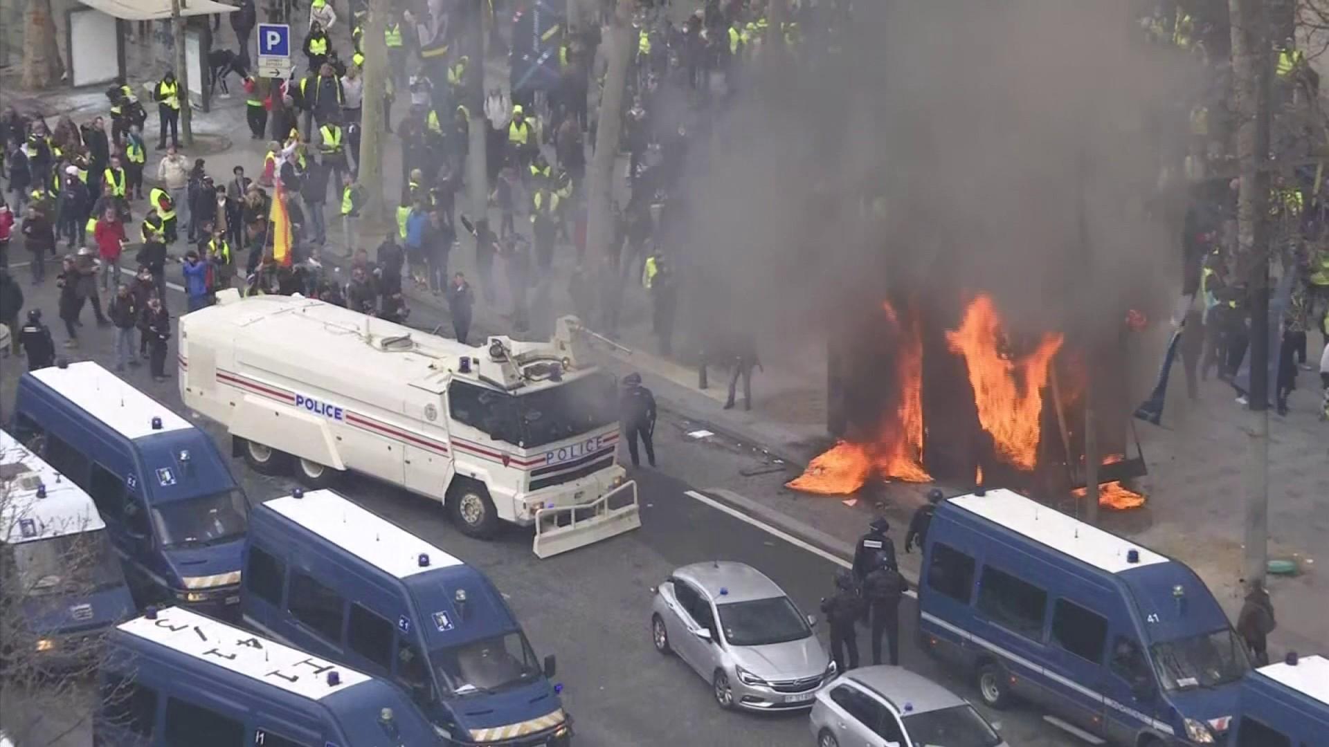 Gilets Jaunes : y a-t-il eu des failles dans le dispositif de sécurité sur les Champs-Élysées ?
