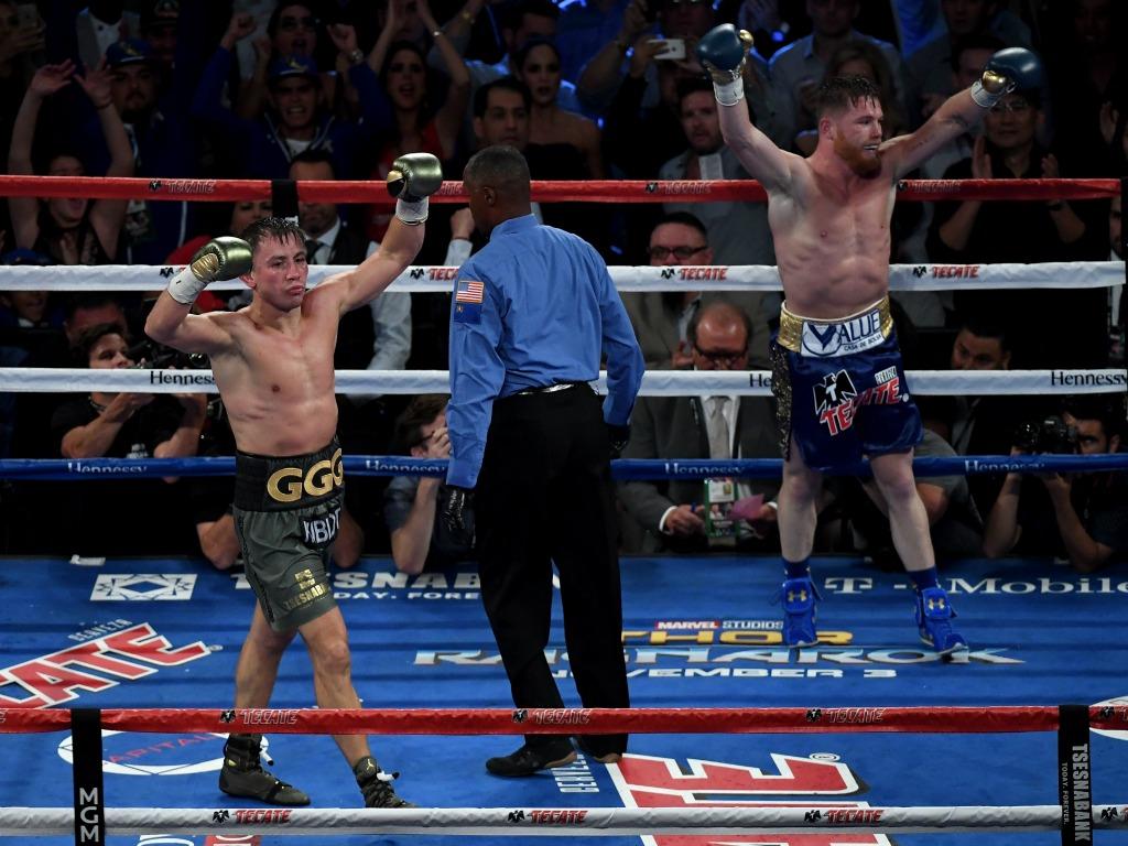 Gennady Golovkin et Saul Alvarez lèvent tous les deux les bras
