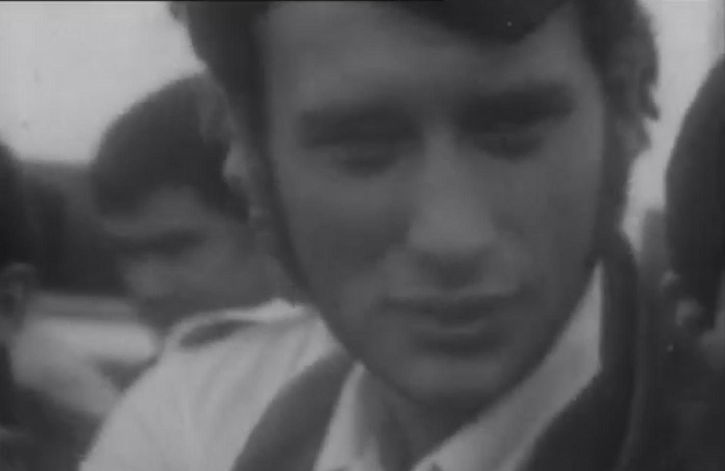 en video en 1967 quand johnny s 39 entra nait pour devenir pilote de course sfr news. Black Bedroom Furniture Sets. Home Design Ideas