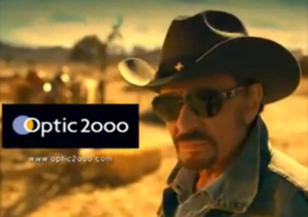 Johnny Hallyday: l'hommage des vendeurs d'une boutique Optic 2000
