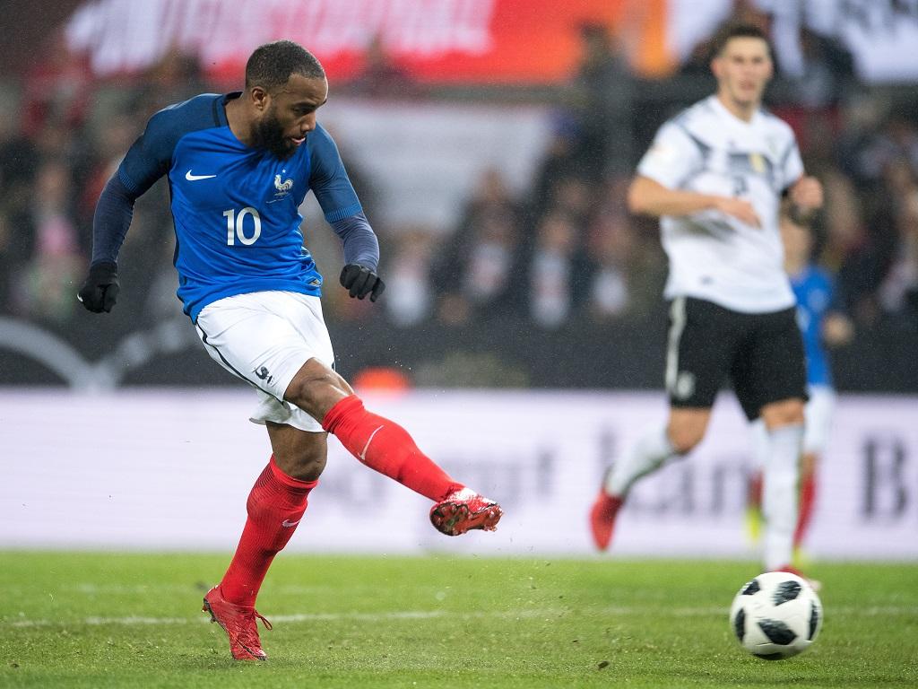 Allemagne France. Lacazette en forme marque les 2 buts