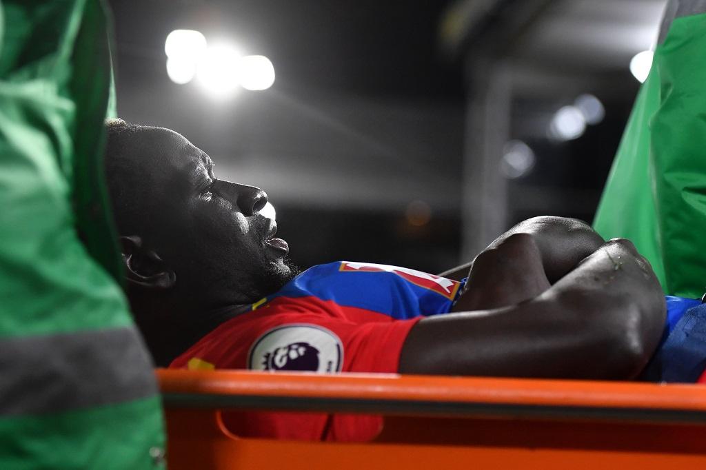 Sakho blessé au genou est sorti sur une civière — Crystal Palace
