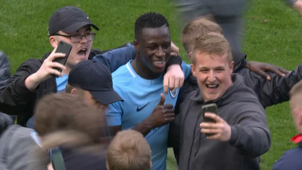 Premier League: City fête le titre avec une large victoire