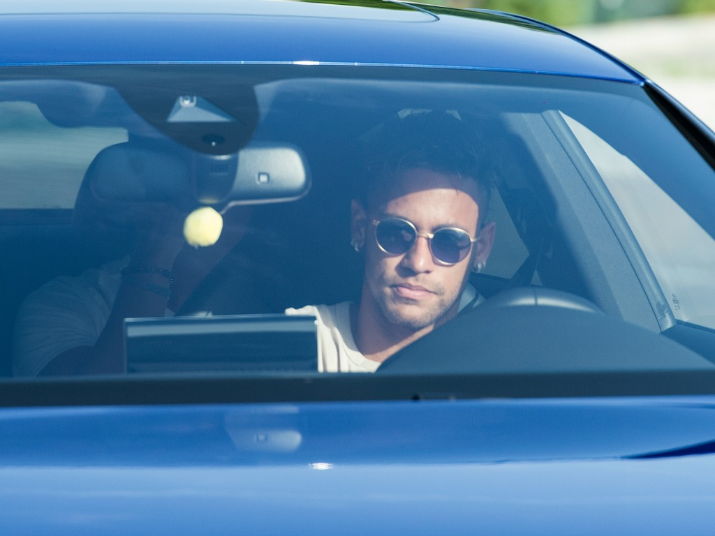 Le PSG couvrira Neymar d'or pour sa première année
