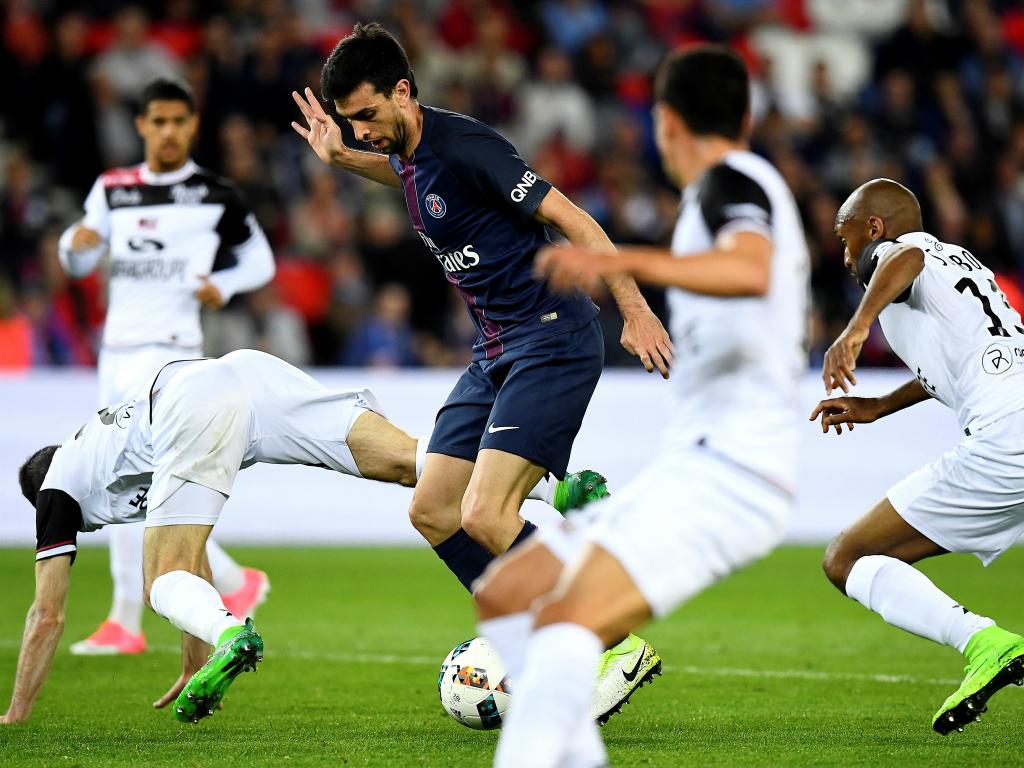 Foot - L1 - PSG - Le PSG avec Marquinhos et Thiago Motta à Angers