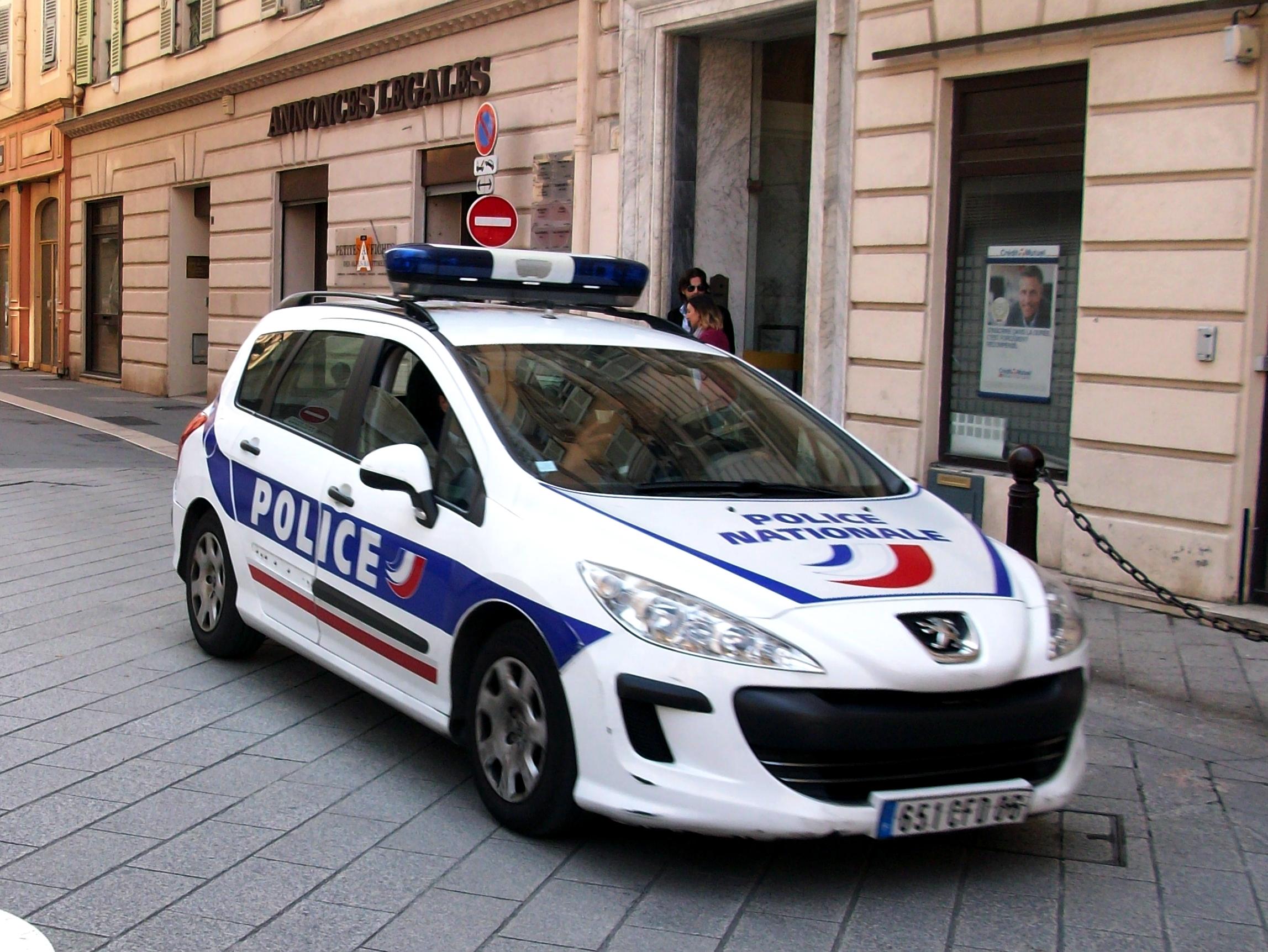 Lyon: un unijambiste sans permis sème la police à contresens sur l'autoroute