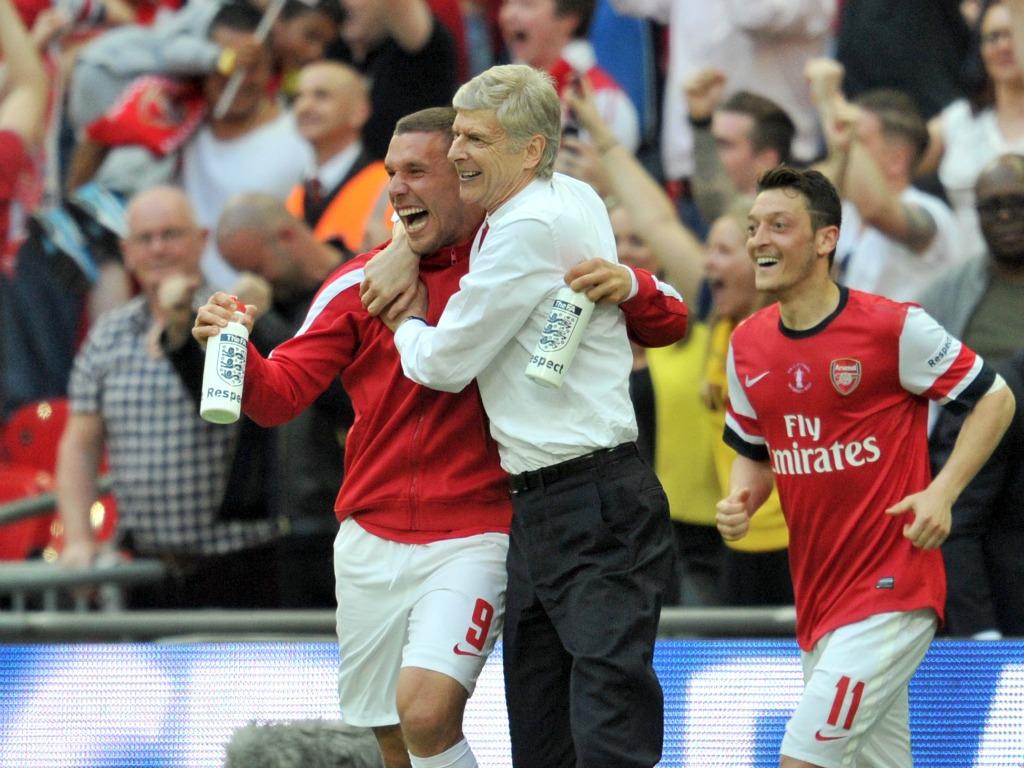 Podolski place une mine en lucarne pour ses adieux — Allemagne-Angleterre