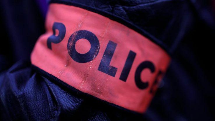 Un homme décapite sa mère avec une feuille de boucher — Val-d'Oise