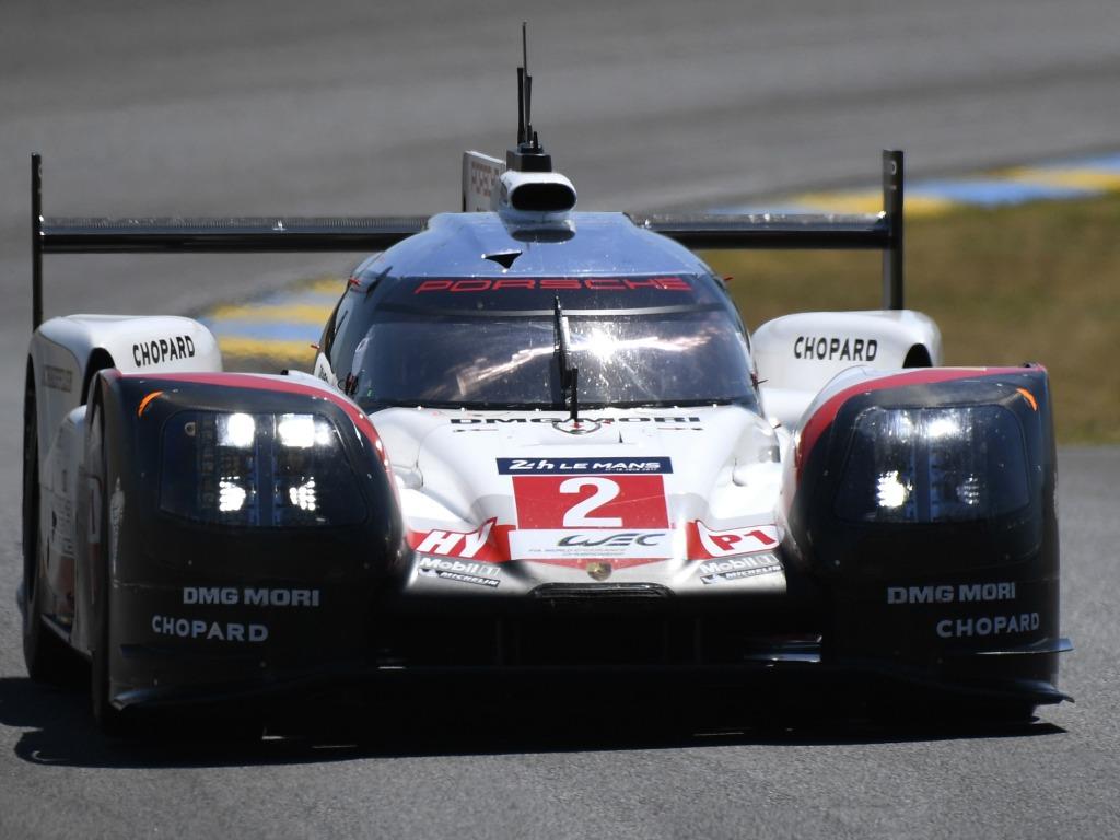 La Porsche N.2 victorieuse des 24 Heures du Mans 2017