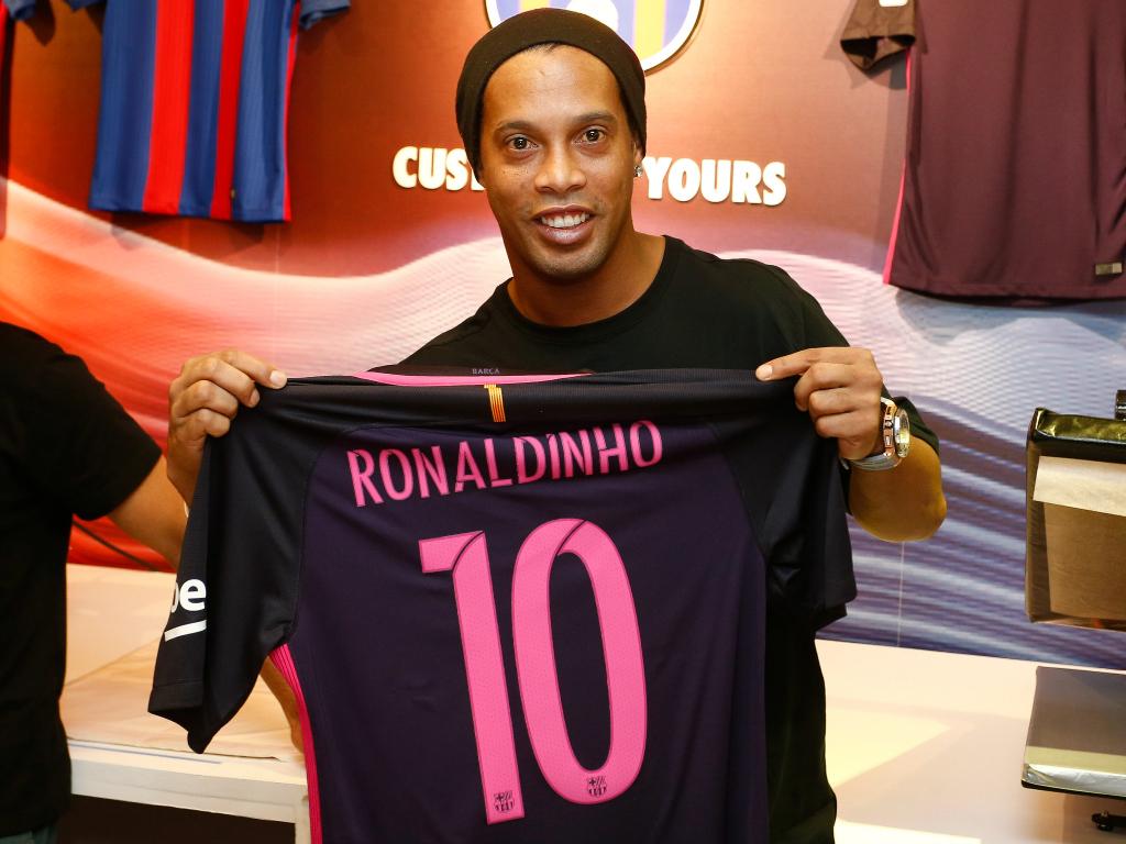 Ronaldinho devient ambassadeur (et ses missions seront nombreuses) — Barça