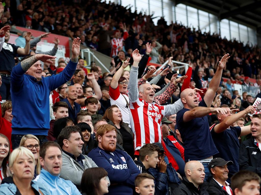 Arsenal s'en sort, Lacazette buteur — Premier League