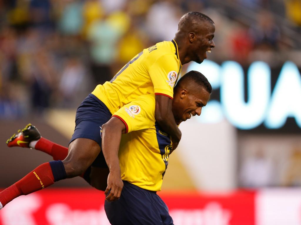 Enner Valencia (à gauche) et Antonio Valencia